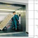 thang máy tải hàng có người đi kèm